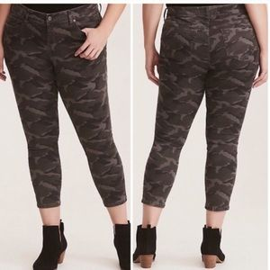 Torrid Camo Skinny Cropped Gray & Back Jeans Sz 20
